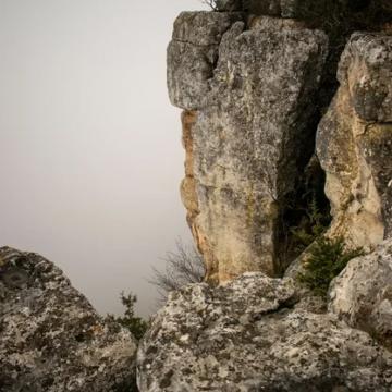Спуск в пещеру Таврская