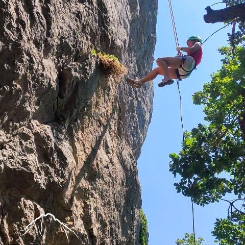 Восхождения и спуски с отвесных скал
